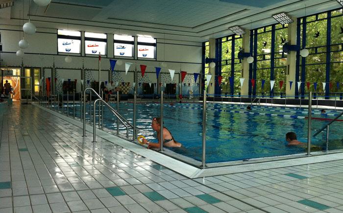 Die Nutzer im Innenraum haben nun die Möglichkeit sich im Freien zu schwimmen.