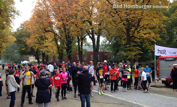 Start des 5km Laufes im Kurpark in Bad Homburg